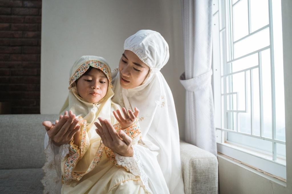 Peran Ibu dalam Mendidik Anak