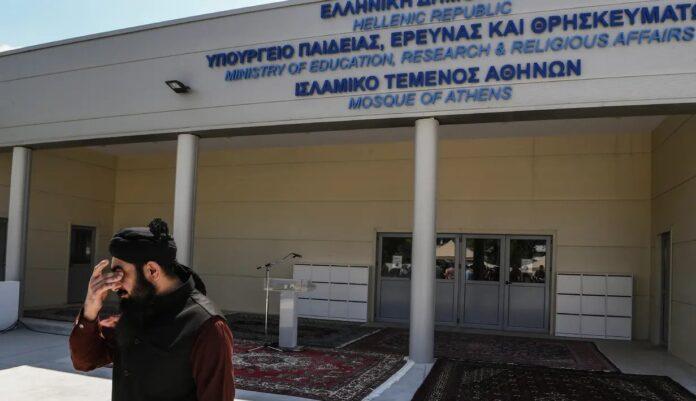 Sekarang Athena Punya Masjid