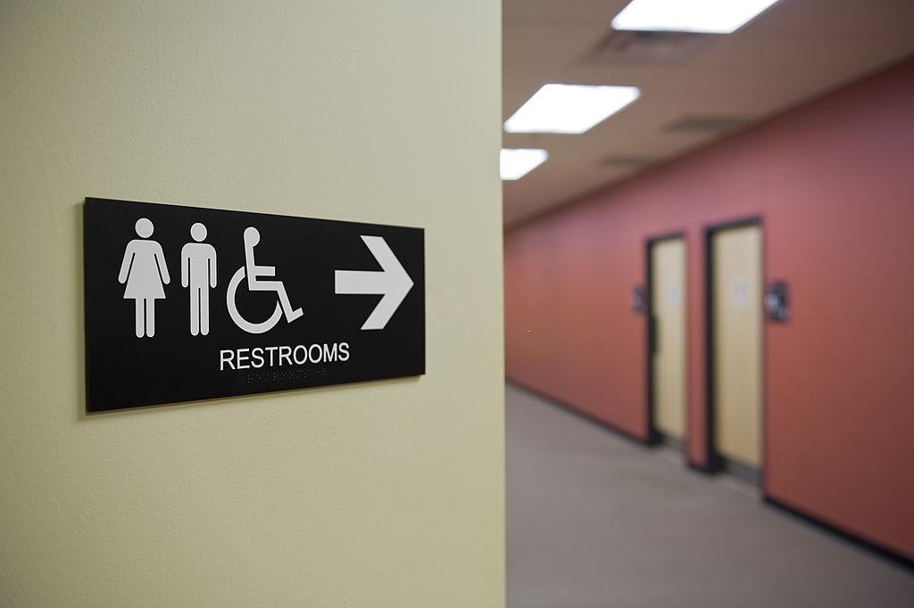 Adab Masuk Toilet