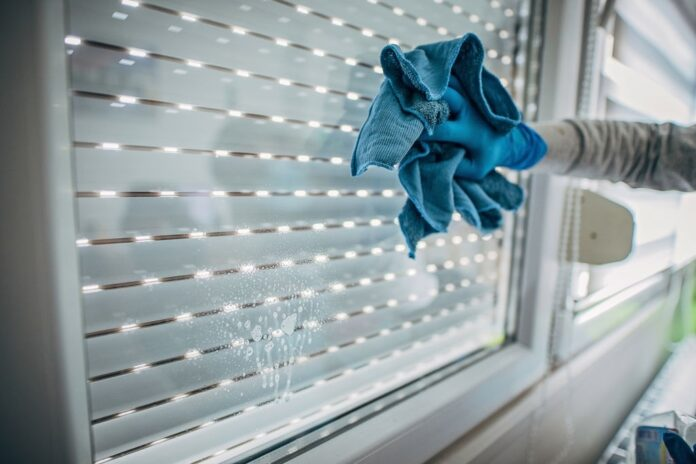 PMI Wajib Tolak Perintah Bersihkan Jendela Tanpa Teralis Pengaman