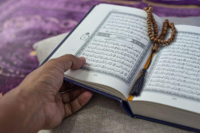 Tips Supaya Rajin Baca Al-Qur'an dan Khusyuk Shalat