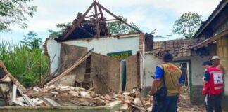 5 Kali Gempa Susulan, 8 Orang Meningal Dunia