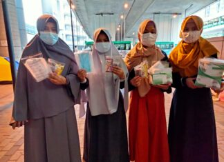 Libur Hari Buruh, Tim Sahabat Ramadhan DDHK Tebar Ta'jil Gratis dan Aksi Jemput Zakat Fitrah