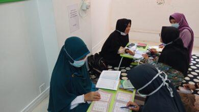 Pekerja migran Indonesia di Hong Kong mengikuti kegiatan Klinik Alquran di kantor DDHK di Causeway Bay.